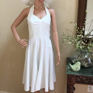 Gorgeous Ann Taylor lined White Dress, Size 4,EUC